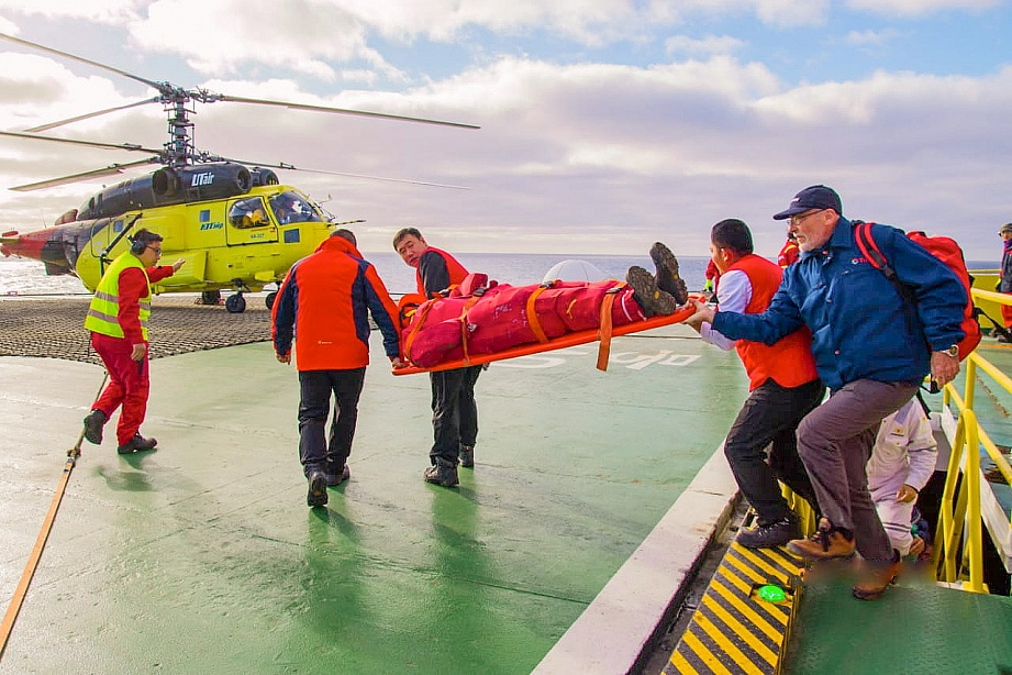 UTair Evacuated Patient from Drilling Rig in the Kara Sea